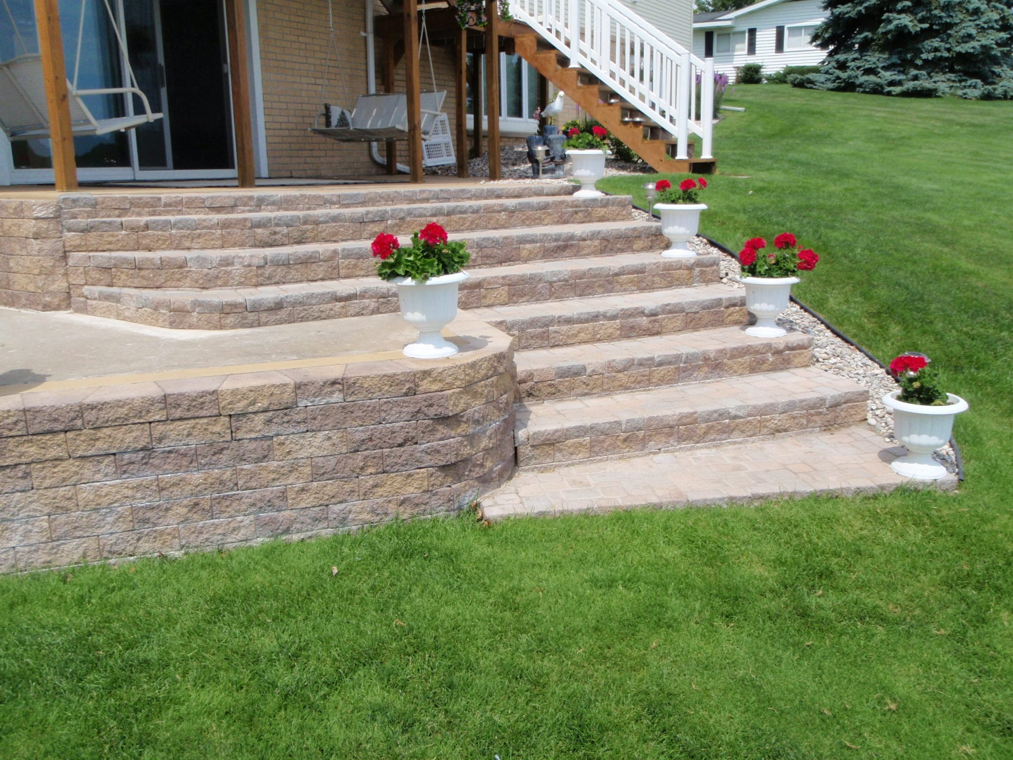 Pyzique Blocks Versatile Option For Curved Retaining Walls And